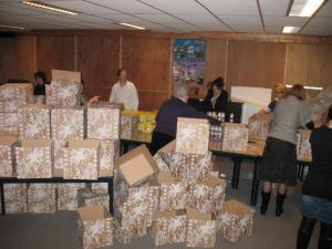 Kerstpakketten inpakken 33