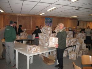 Kerstpakketten inpakken 32